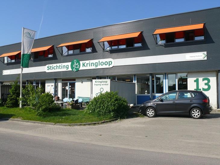 Stichting Kringloop Alphen - buitenkant en naam op gevel - klein